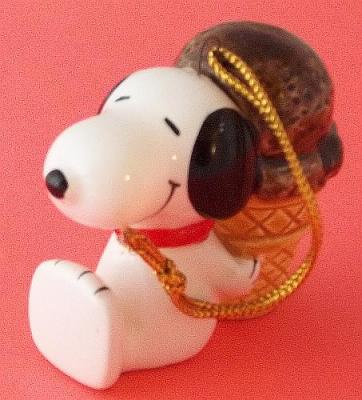 "Peanuts ""Snoopy"" 1958, 1966 Japanese Christmas Ornament Fine Porcelain Vintage Rare"