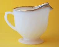 "BOWL 1960's ANCHOR HOCKING ""FIRE KING"" GOLD RIM WHITE MILK GLASS CREAMER"